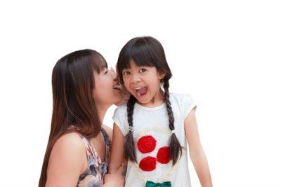 娘と話す母親